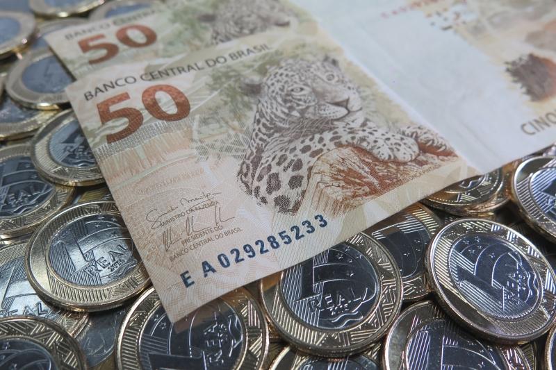 Brasileiro quer juntar dinheiro para pagar dívidas